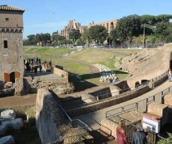 Visita ai resti archeologici del più grande edificio per lo spettacolo dell'antichità