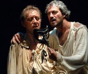 Lo spettacolo che da vent'anni attraversa i palcoscenici dei teatri italiani ed esteri