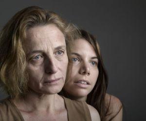 Il testo indaga il rapporto di incomunicabilità tra una madre e sua figlia