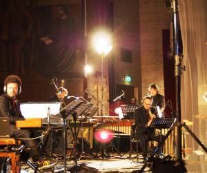 Durante l'esecuzione scorrerà il video realizzato dal grande artista newyorchese Bill Viola per Déserts