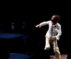 Spettacoli: Fabrizio Gifuni: l'autore e il suo doppio