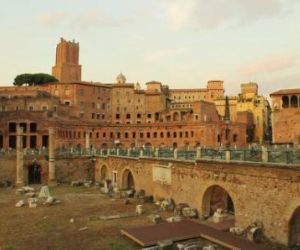 Una passeggiata per ricostruire il contesto originario delle antiche e monumentali piazze