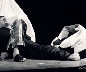"""La storia de """"Il piccolo acrobata"""" e l'olocausto degli zingari nel teatro di Eduardo Ricciardelli e Gino Auriuso"""