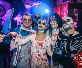 Festa a tema zombie ispirata alla fortunata serie tv The Walking Dead in via Veneto