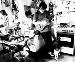 Suoni familiari: bollitori, pentole, piatti e stoviglie a tu per tu con gli strumenti musicali