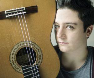 I giovani nuovi talenti italiani della musica suonano per i giovani ascoltatori
