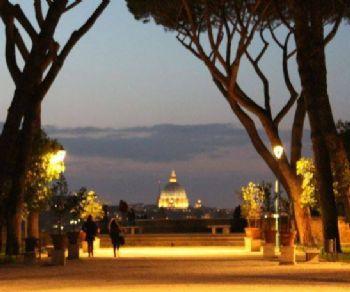 La sua storia leggendaria e la straordinaria quanto singolare vista su Roma