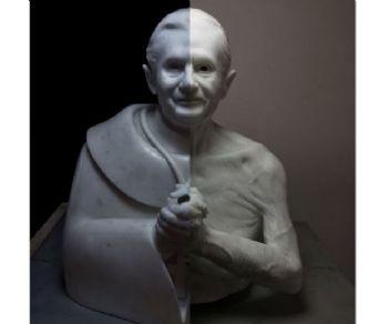 La mostra del giovane scultore Jago intende rappresentare il mondo contemporaneo senza dimenticare il rapporto con la Storia