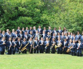 Con la banda, l'orchestra d'archi e la jazz band della Hornsby Girls' High School