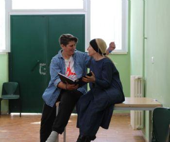 Spettacoli - 'Ramona e Giulietta' quando l'amore è un pretesto