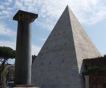 Visita interna alla Piramide di Caio Cestio datata 18 a.C.