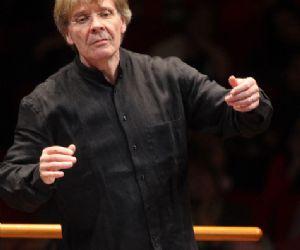 """Eseguito dal Coro """"Goffredo Petrassi"""" e dall'Orchestra Roma Sinfonietta"""