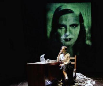 La storia di Leni Riefenstahl, musa, ballerina, attrice, regista, fotografa, innovatrice del linguaggio cinematografico, pioniera