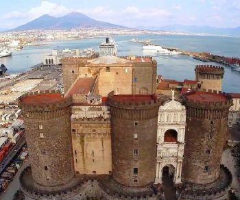 Visite guidate - Napoli Mille Colori. Gita di un giorno tra arte, presepi e mercatini di Natale con partenza da Roma