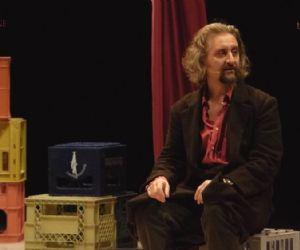 Uno spettacolo di Ascanio Celestini con Gianluca Casadei e la voce fuori campo di Alba Rohrwacher