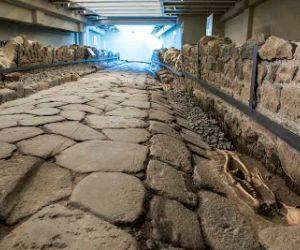 Visite guidate: Antica strada romana emersa sotto il McDonald's
