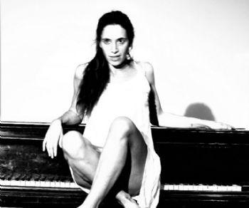 Trisonata per corpo femminile e pianoforte