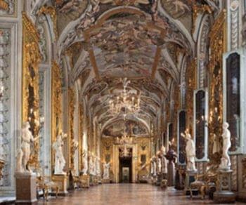 Visita guidata del Palazzo e della Galleria affacciati su Via del Corso