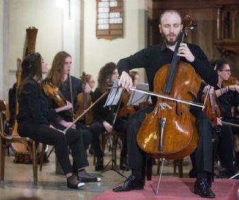 Un appassionante viaggio alla scoperta del corpus bachiano per violoncello solo