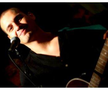 Il musicista presenta dal vivo a Roma il suo secondo album: