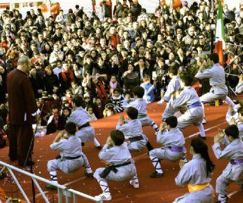 Spettacoli e stand in Piazza Vittorio