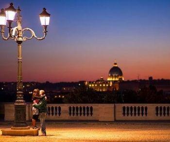 Passeggiata ammirando Roma illuminata
