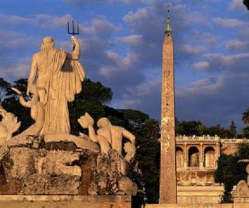 Storia, aneddoti, ricordi e l'atmosfera magica di Roma al calar del sole