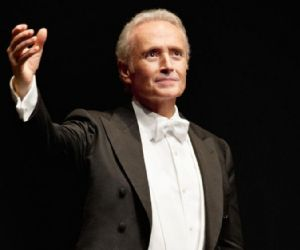 Il grande tenore con la Lion Art Orchestra diretta da David Giménez