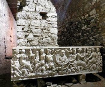 Visita guidata della Chiesa ipogea di S. Crisogono, tracciato della Naumachia di Augusto e chiostro medievale