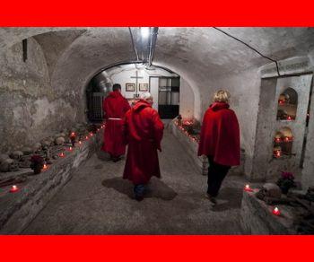 Visite guidate: Tradizioni trasteverine: i Sacconi Rossi e la processione sul Tevere