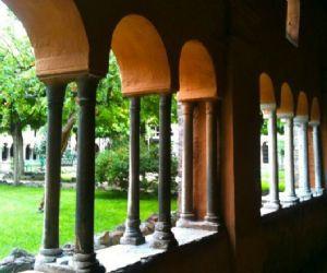 Visita serale a chiostri e chiesa di San Cosimato in Trastevere