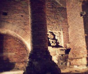 Quattro piani sotterranei di un'antica casa romana al di sotto di Palazzo Specchi