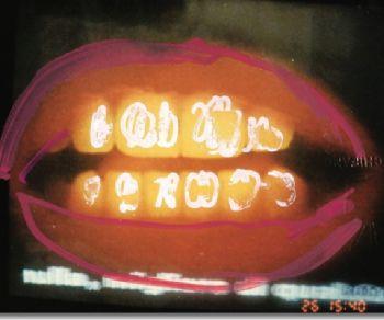 La galleria Doozo mette in mostra una scelta di fotografie ritoccate a mano dall'artista, selezionate da un corpus che ne conta diverse migliaia