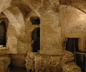 Scopri i segreti dei sotterranei con l'archeologo
