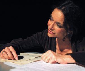 Uno spettacolo di Roberta Calandra Premio Tragos 2010 interpretato di Stefania Barca