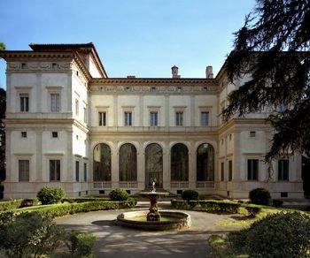 La Villa Farnesina e le sue logge