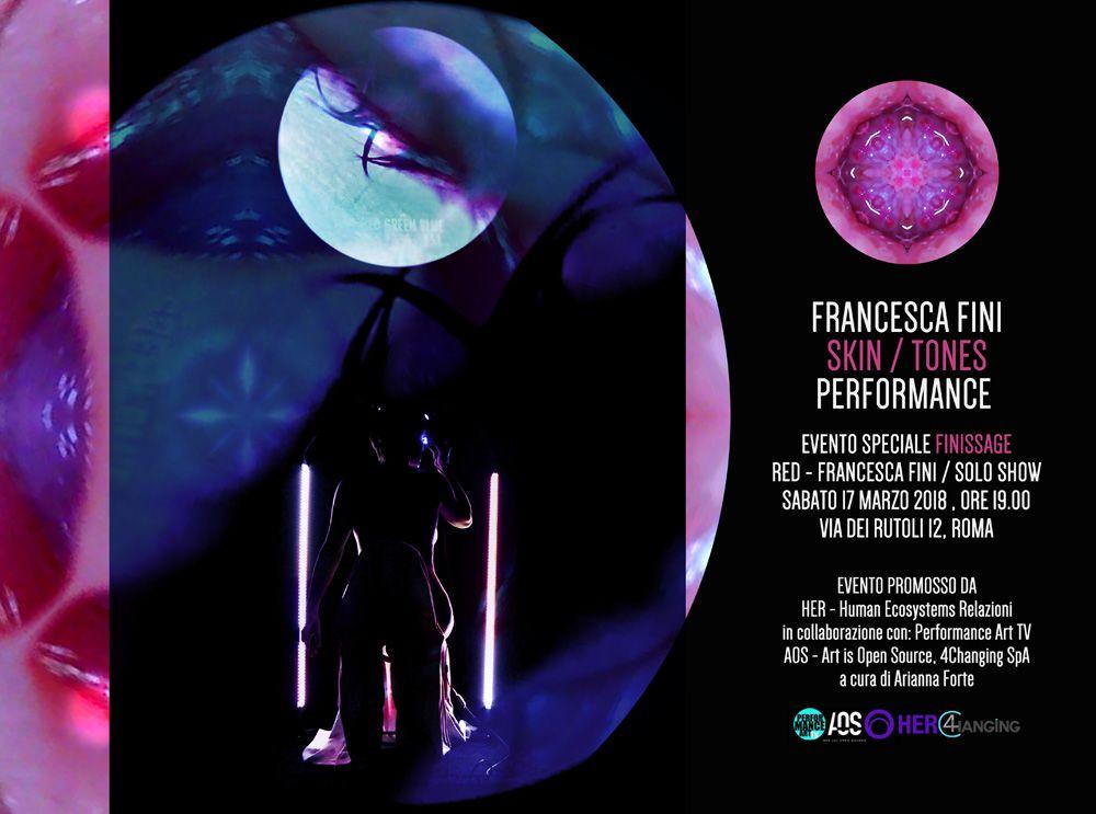 La pelle della donna, nella performance SKIN/TONES di Francesca Fini