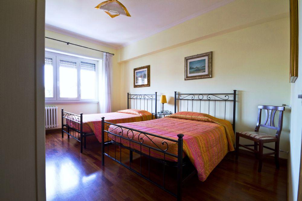 Bed & Breakfast: Davila 25